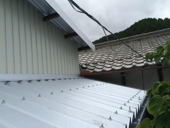 折半屋根設置