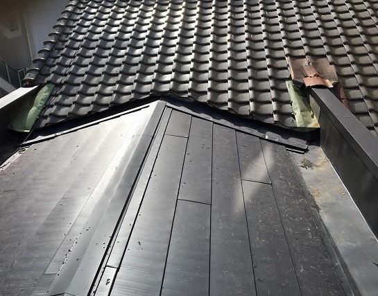 ガルテクト完成の屋根