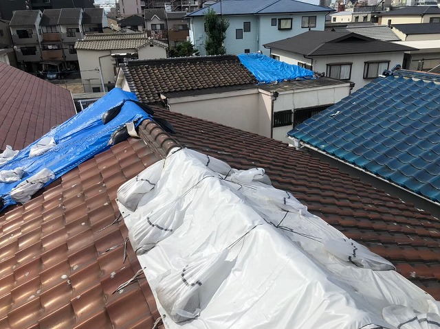 天理市の釉薬瓦の屋根の点検