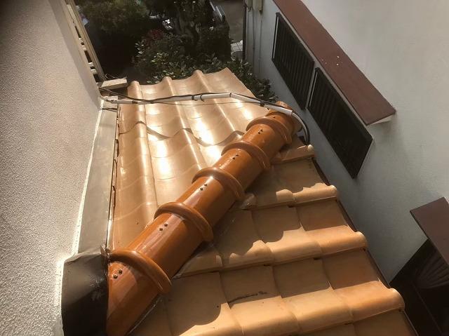 平群町で棟部に新しい冠瓦設置
