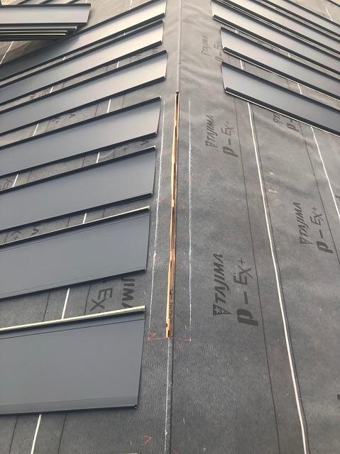 香芝市の新築住宅の屋根工事施工中