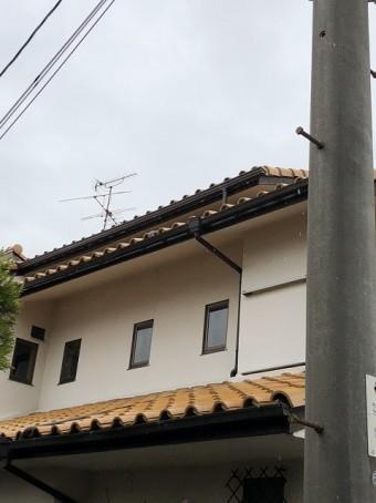 切妻と下屋の瓦屋根