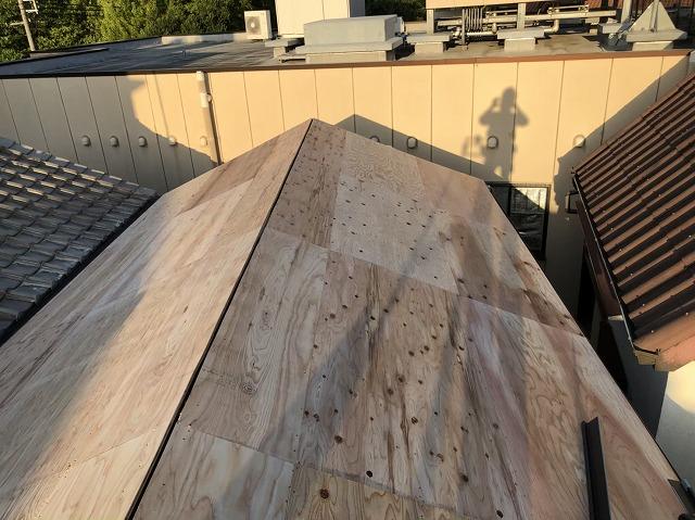 奈良市の屋根下地に構造用合板設置