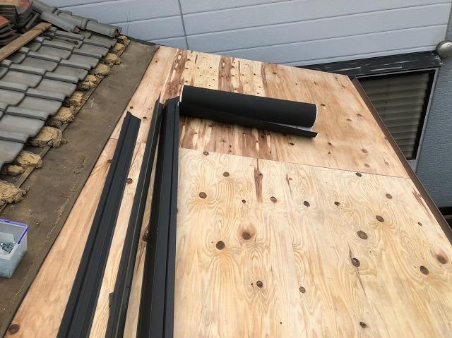 野地板の増し張りを軒先へ施工