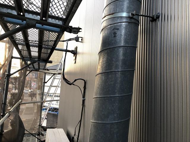 奈良市の店舗の外壁にガルバリウム鋼板を設置