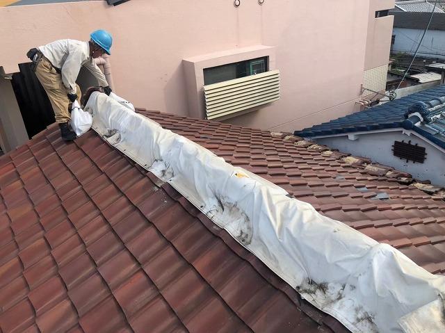 棟瓦の雨養生
