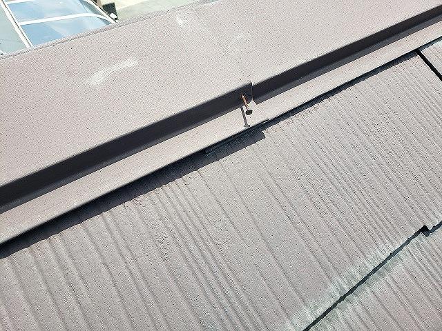 大和郡山市のカラーベスト屋根の浮いた棟板金、釘抜け