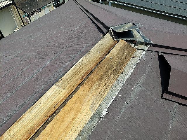 大和郡山市で棟板金の一部交換工事、傷んだ貫板