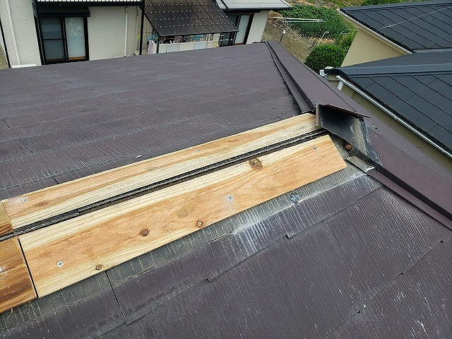大和郡山市で棟板金の一部交換工事、貫板新設