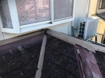 田原本町で棟板金が剥がれたカラーベスト下屋根
