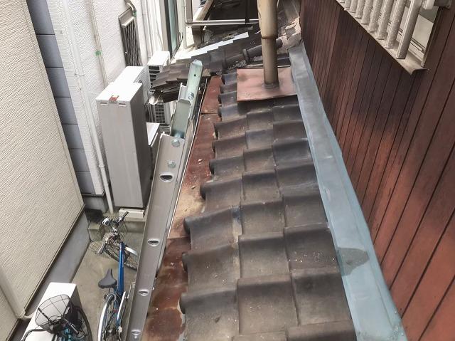 奈良市で下屋根の葺き替えを開始、一気にガルテクト設置までをご紹介