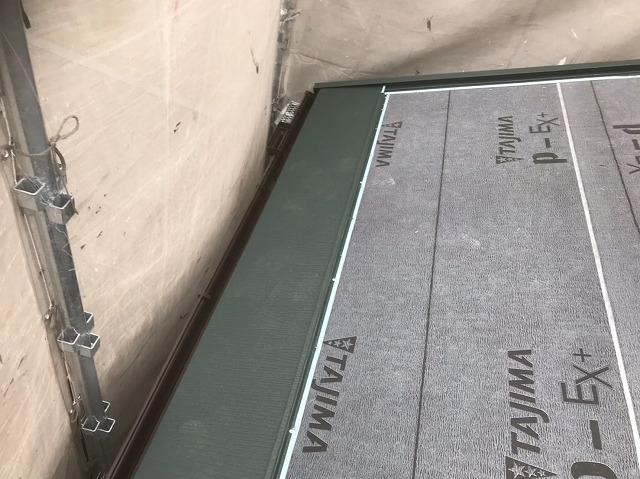 生駒市でスーパーガルテクト屋根材を横葺き