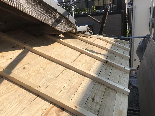 王寺町の妻下に補強垂木の設置