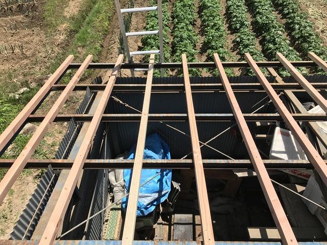 大和郡山市の青色トタン波板屋根の垂木補強