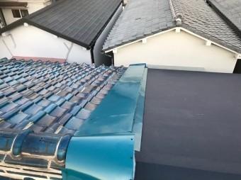 奈良市の長屋の屋根の雨仕舞作業