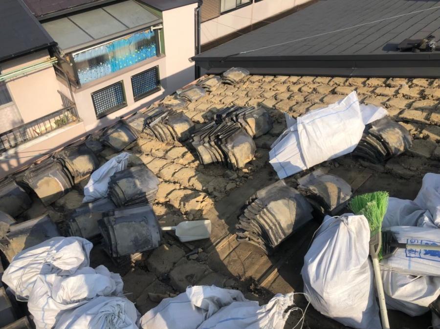 奈良市の和瓦が落下した屋根の瓦撤去