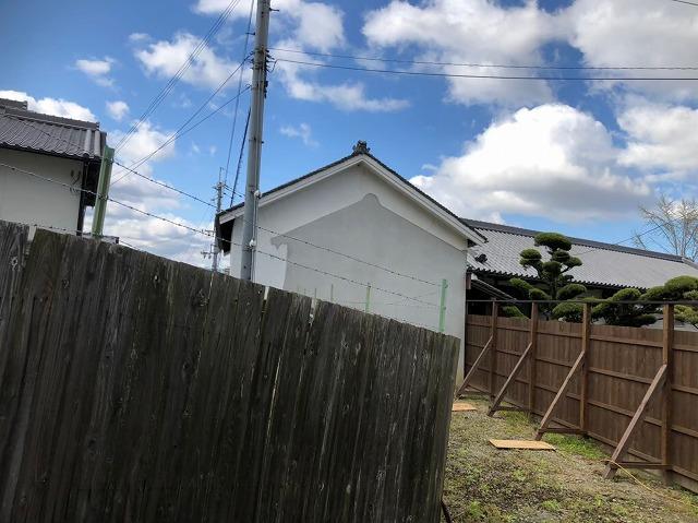 青空と葺きなおし屋根