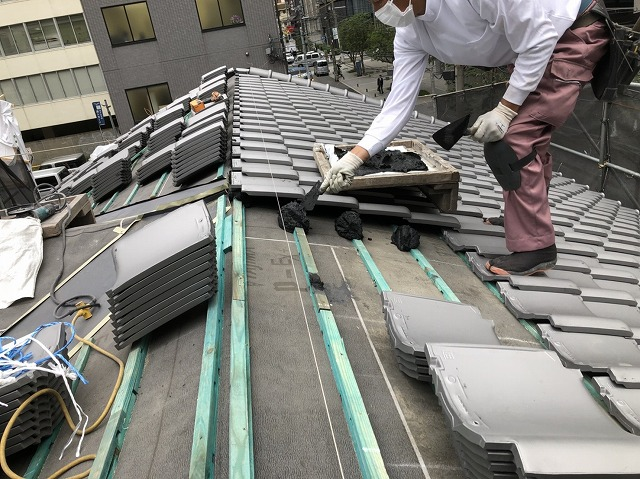 奈良市の複合屋根の瓦設置