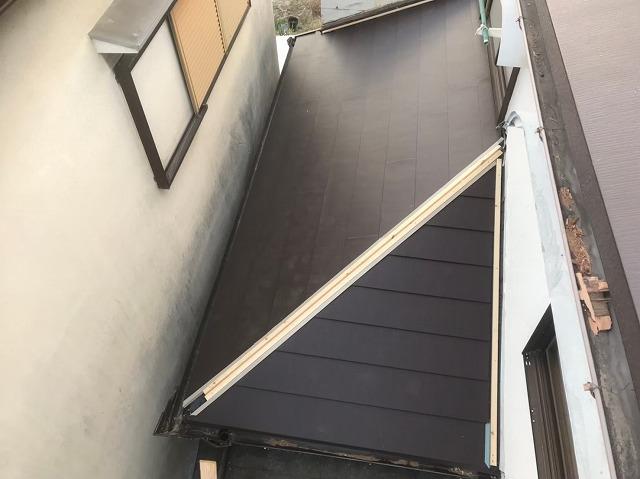 下屋に黒いガルテクト設置