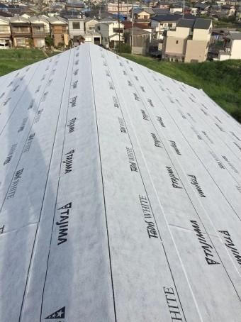 防水紙の設置で雨漏りしない屋根