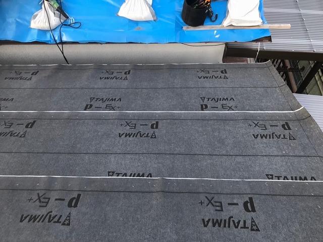 香芝市で構造用パネルの上から下葺き材(防水紙)設置