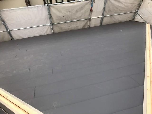 屋根面ごとにガルテクト設置