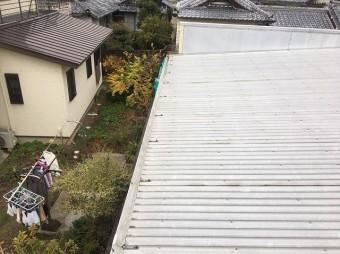 工事前の波板屋根の様子