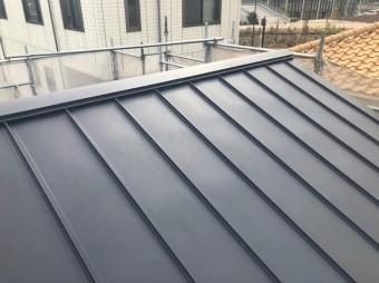 香芝市の新築住宅の立平葺き屋根完成