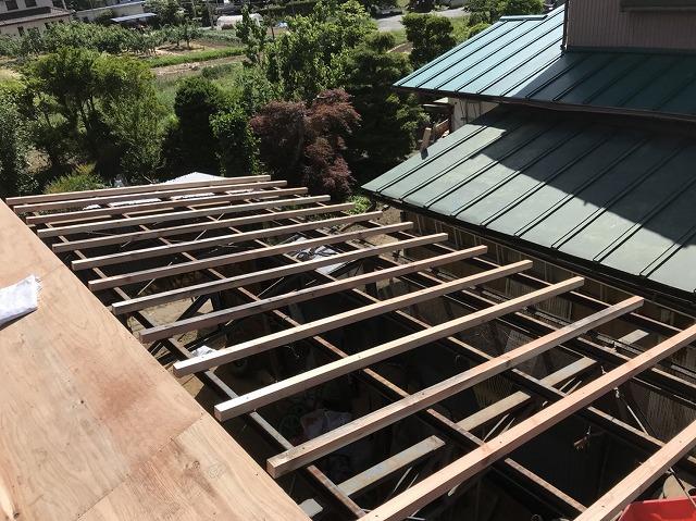 大和郡山市のトタン屋根に新しい野地板設置