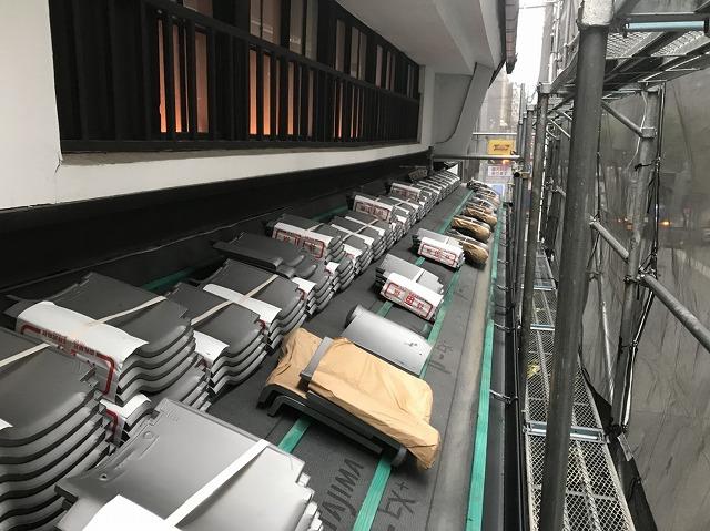 奈良市の下屋根の瓦準備