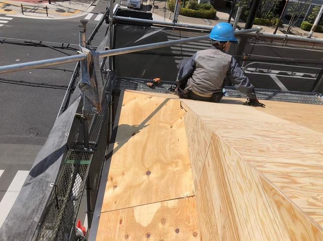 奈良市の屋根葺き替え工事の野地板の増し張り