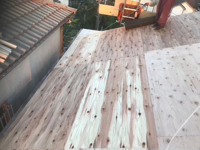 構造用合板で増し張り作業