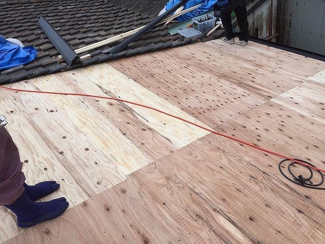 野地板を張って屋根修理