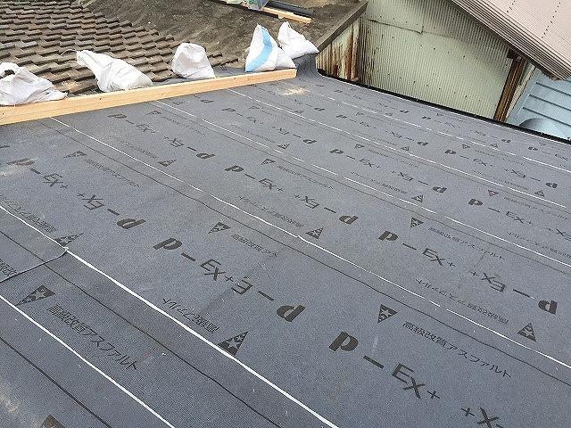 防水紙(ルーフィング)張って屋根修理