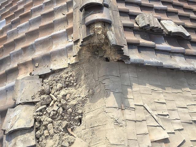 屋根修理のための瓦撤去