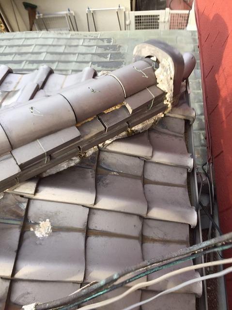 奈良市の和瓦屋根の歪んだ隅棟