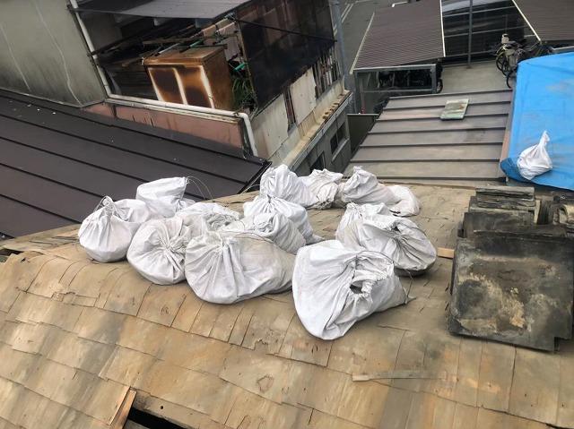土嚢袋で葺き土の撤去回収