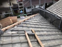 生駒市の崩れた大屋根の棟瓦積み直し棟金具
