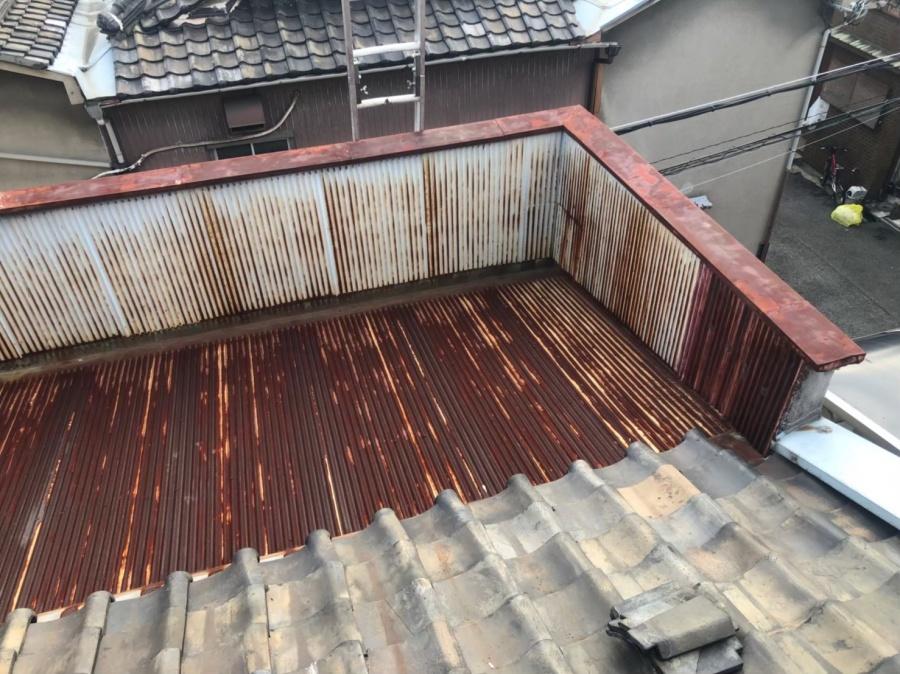 奈良市の粘土瓦屋根のパラペット付き屋根