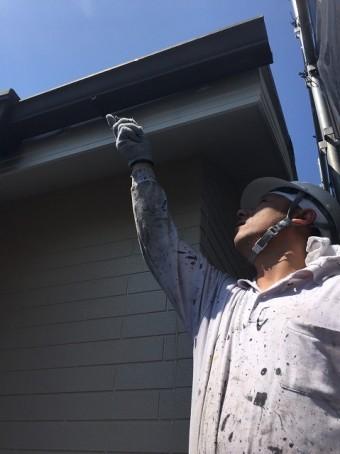 外壁塗装の微調整作業