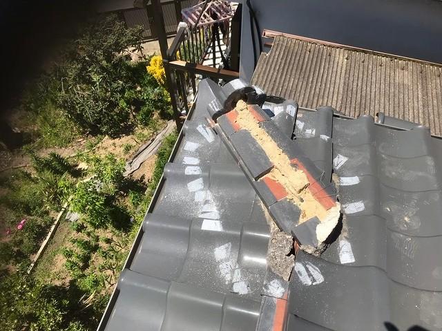 斑鳩町の台風被害の応急処置を外した隅棟