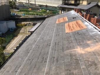 香芝市の平板瓦屋根の瓦桟木撤去