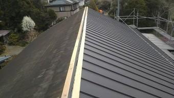 屋根材を張ります