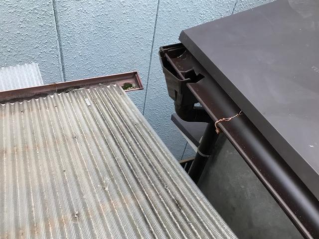 河合町で茶色い雨樋に交換