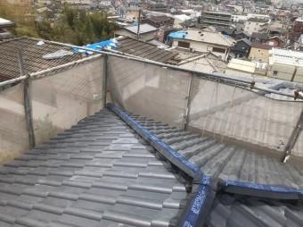 大屋根の喚起棟瓦設置