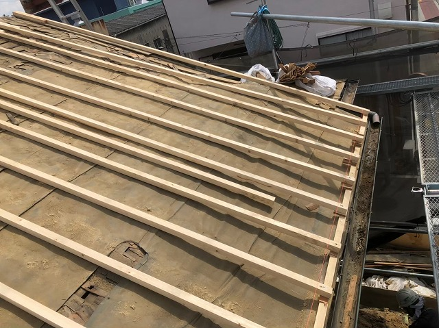 奈良市の屋根葺き替え作業途中