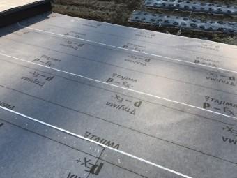防水紙設置後の屋根