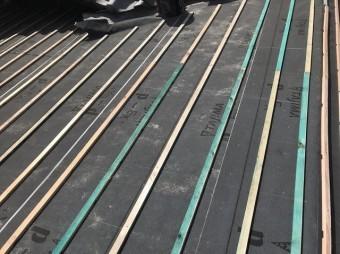 大和郡山市の葺き替え工事で瓦桟木設置