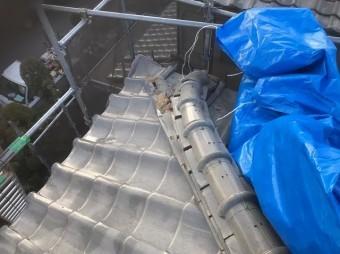 生駒市の棟瓦が崩れたいぶし瓦屋根の養生を撤去