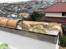 棟瓦の剥がれと破損